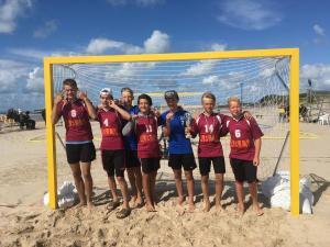 Jūrmalas sporta skolas audzēkņi piedalās arī pludmales handbolā